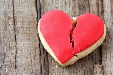 broken-heart-cookie.jpg